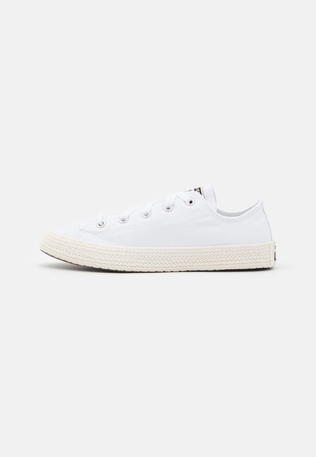 CHUCK TAYLOR ALL STAR UNISEX - Trainers - white/egret