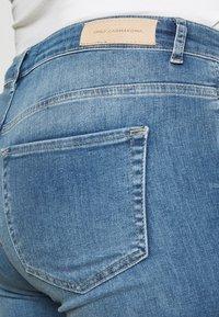 ONLY Carmakoma - CARTARA LIFE  - Jeans Skinny Fit - medium blue - 3