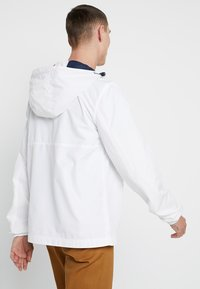 Tommy Jeans - TJM LIGHT WEIGHT POPOVER - Cortaviento - white - 2