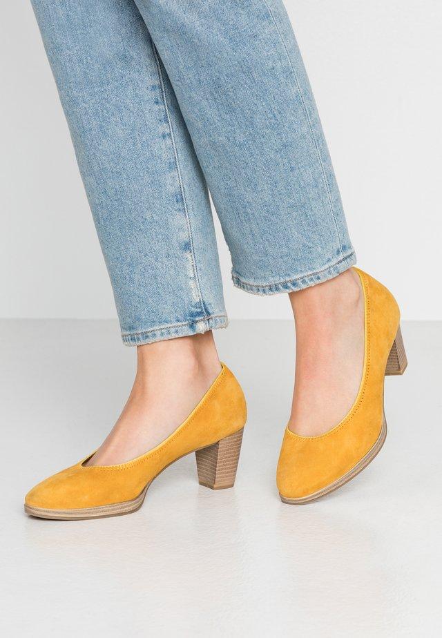 COURT SHOE - Pumps - saffron