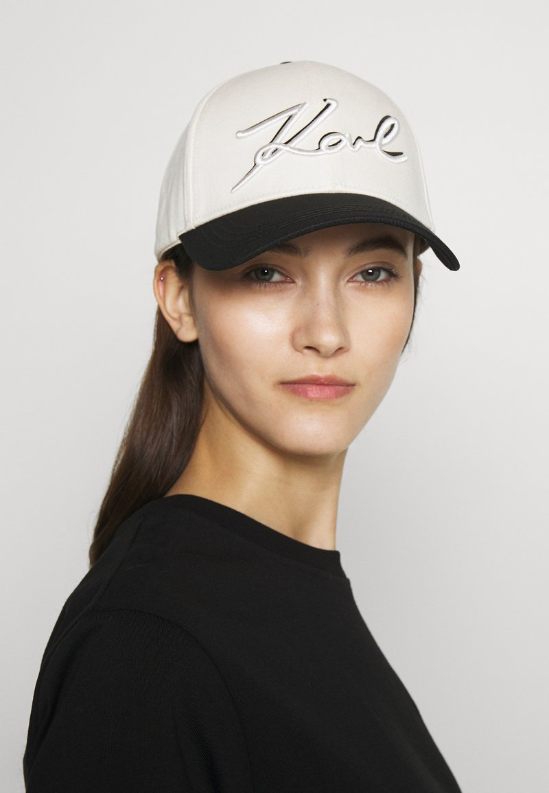 KARL LAGERFELD - NEW SIGNATURE - Caps - black/white