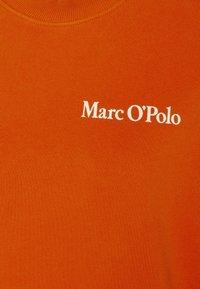 Marc O'Polo - OVERSIZED, LONG SLEEVE, HIGH NECK, PLACED PRINT - Sweatshirt - pumpkin orange - 2