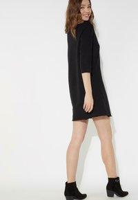 Tezenis - MIT U-BOOT-AUSSCHNITT - Jersey dress - nero - 2