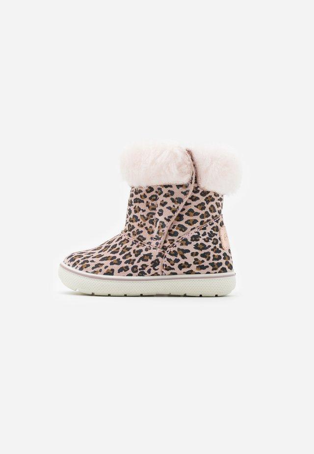 Snowboots  - cipria