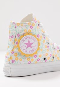 Converse - CHUCK TAYLOR ALL STAR FLORAL - Sneakers alte - white/topaz gold/peony pink - 2