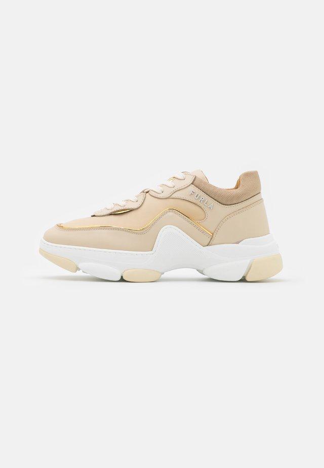 LACE UP  - Sneakersy niskie - pergamena/sand/color oro light