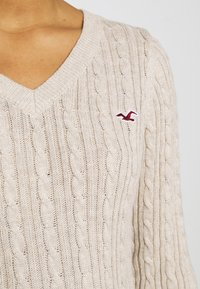 Hollister Co. - CABLE LAYER ON - Jumper - oatmeal - 6