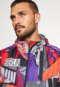 Nike Performance - WINDRUNNER - Veste de running - bright mango - 3