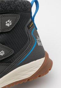 Jack Wolfskin - POLAR BEAR TEXAPORE MID UNISEX - Winter boots - phantom/blue - 5