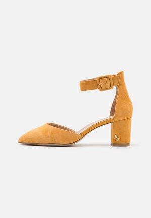 BURLINGTON - Classic heels - yellow