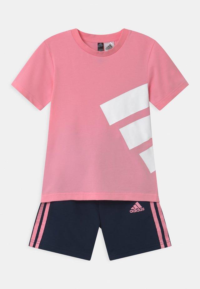 BRAND SET UNISEX - Träningsshorts - pink/dark blue