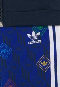 adidas Originals - HOODIE SET UNISEX - Trainingsanzug - conavy/white - 3