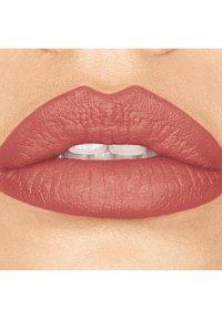 bareMinerals - GEN NUDE MATTE LIQUID LIPCOLOR - Liquid lipstick - weekend - 1