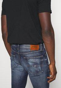 Tommy Jeans - SCANTON SLIM - Slim fit -farkut - clint three years comfort - 3