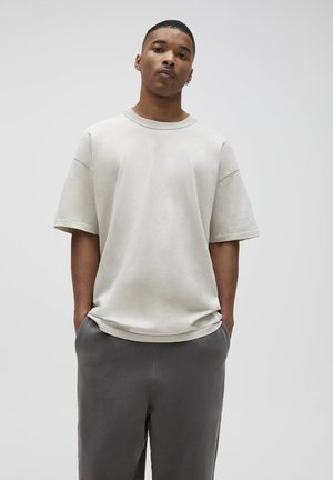 LOOSE-FIT - Basic T-shirt - beige