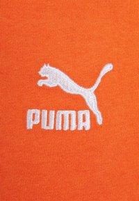 Puma - CLASSICS EMBRO TEE - Print T-shirt - tigerlily - 2