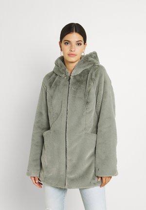 ONLMALOU COAT - Fleece jacket - shadow