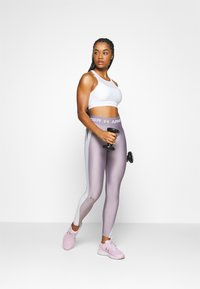 Under Armour - MID CROSSBACK BRA - Sports bra - white - 1