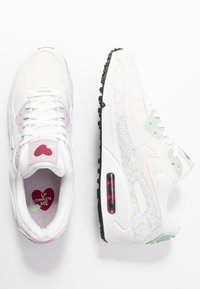Nike Sportswear - AIR MAX 90 - Sneakersy niskie - summit white/pistachio frost/iced lilac/noble red/black - 1
