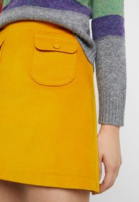 Benetton - ALINE MINI SKIRT - Áčková sukně - yellow - 4