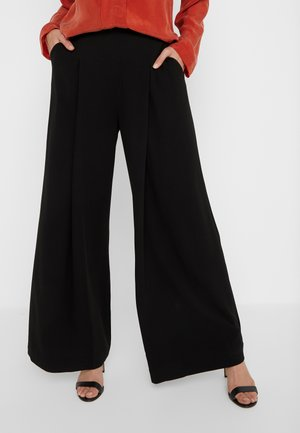 DEEP PLEAT TROUSER - Bukse - black