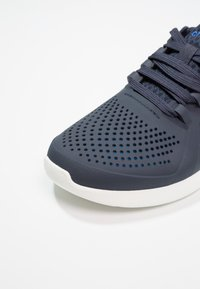 Crocs - LITERIDE PACER  - Trainers - navy/white - 5