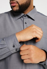 Seidensticker - REGULAR FIT - Koszula biznesowa - grey - 3