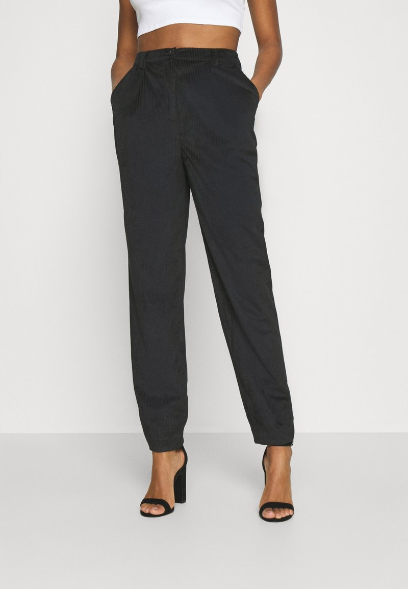 NA-KD - NARROW HEM TROUSERS - Trousers - black