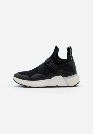 MIKI SPECTRE - Trainers - black