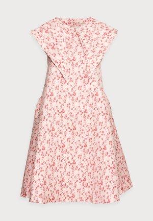 FIOLS DRESS - Kjole - pink wallpaper