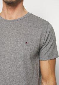 Tommy Hilfiger - SLUB TEE - Camiseta básica - grey - 5