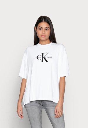 MONOGRAM TEE - Print T-shirt - white