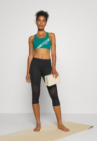 Hunkemöller - CAPRI - 3/4 sports trousers - black - 1