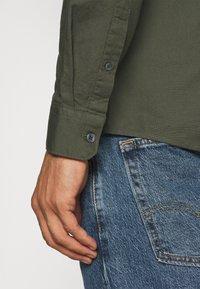Burton Menswear London - LONG SLEEVE OXFORD GRANDAD 2 PACK - Shirt - black/karki - 7