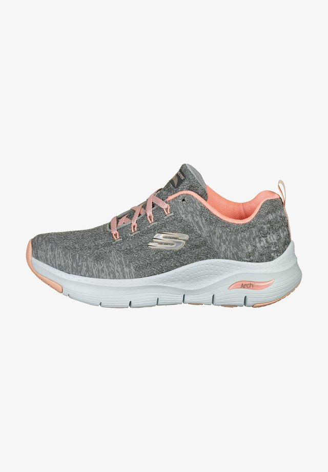 ARCH FIT COMFY WAVE  - Sporty snøresko - gray knit / pink trim