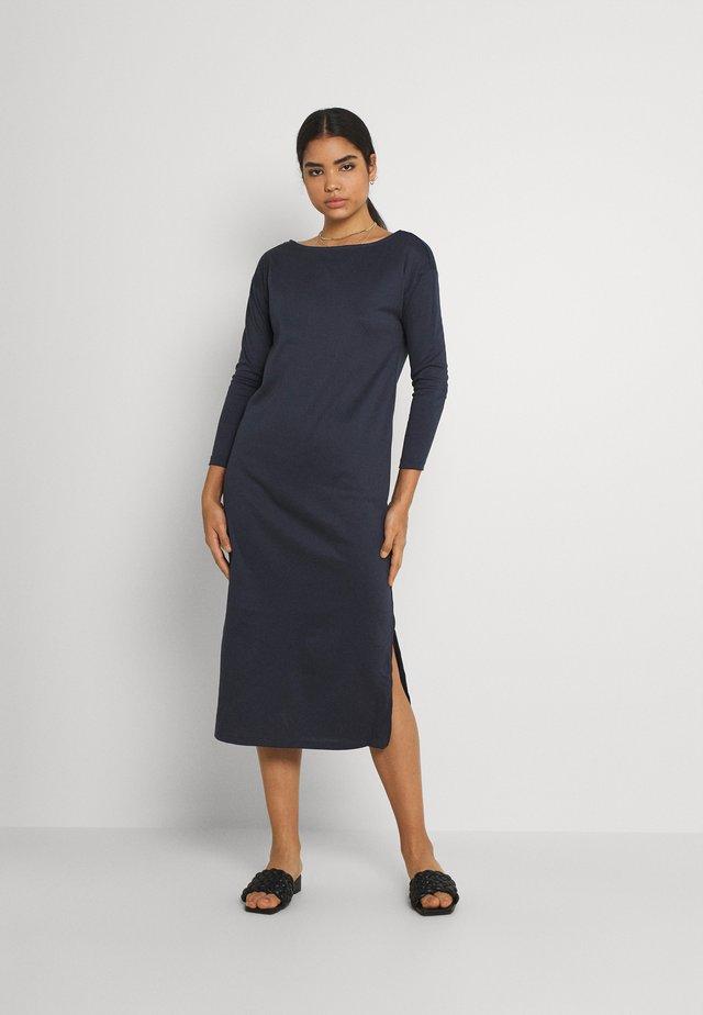 VITINNY MIDI HIGH SLITS DRESS - Denní šaty - total eclipse