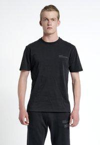 HALO - T-shirts print - black - 0