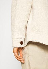 Vero Moda - VMZAPPA JACKET - Winter jacket - oatmeal - 6