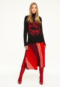 comma - MIT STREIFENMUSTER - A-line skirt - red diagonale stripes - 1