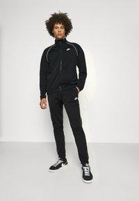 Nike Sportswear - SUIT SET - Sportovní bunda - black/white - 0