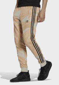 adidas Originals - Verryttelyhousut - beige - 0