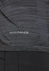 Endurance - KEDERO MELANGE SEAMLESS HOODY - Funktionsshirt - black melange - 6