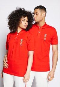 Lacoste - POLAROID UNISEX - Polo shirt - corrida - 0