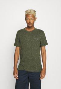 Calvin Klein - TURN UP SLEEVE - T-shirts print - dark olive - 0