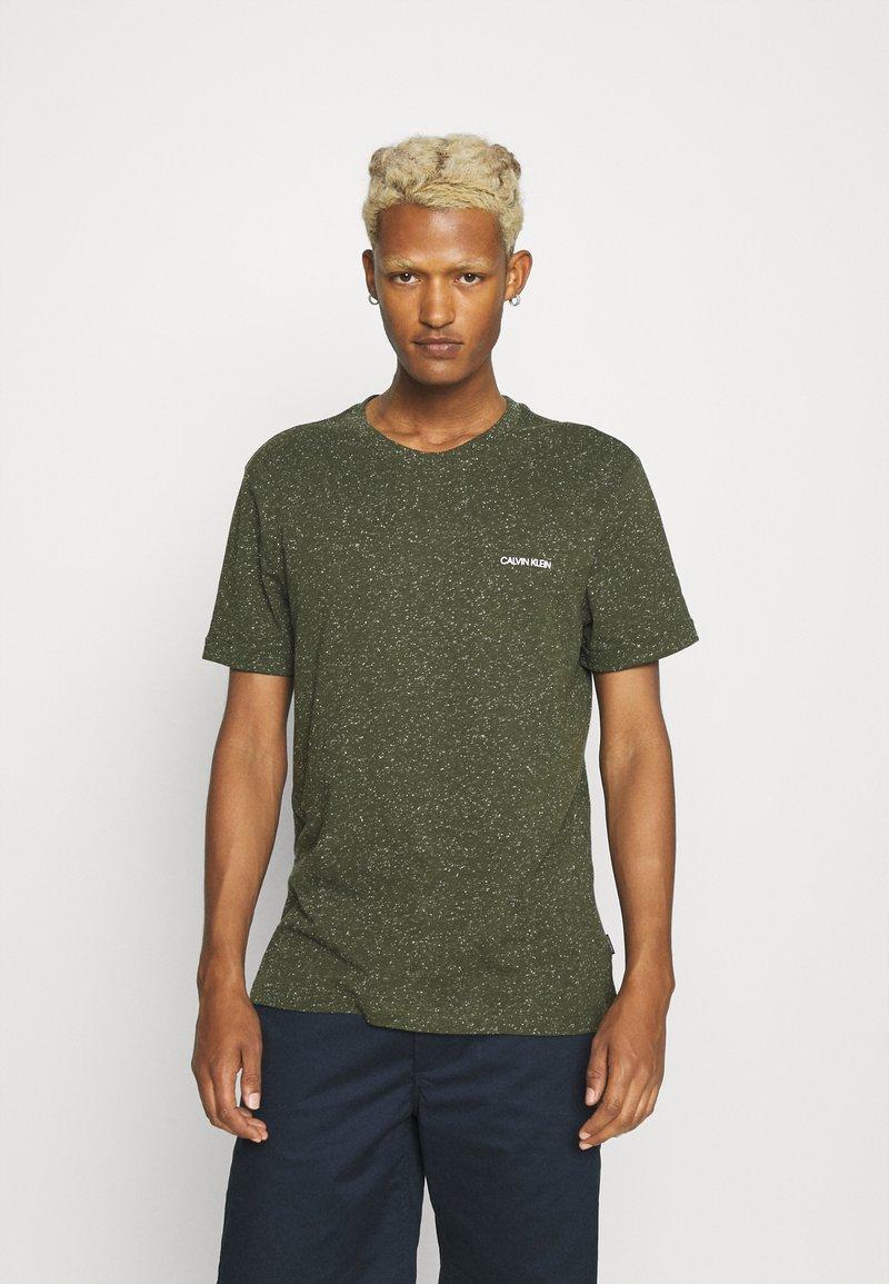 Calvin Klein - TURN UP SLEEVE - T-shirts print - dark olive