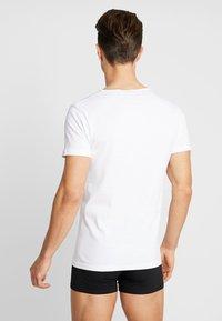 Urban Classics - SEAMLESS TEE 3 PACK - Maglietta intima - white - 2