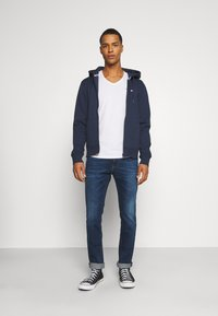 Tommy Jeans - REGULAR ZIP HOOD - Felpa aperta - twilight navy - 1