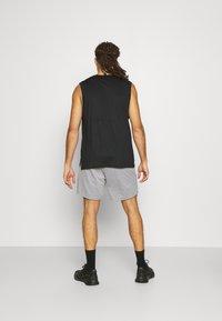 4F - Men's training shorts - Sports shorts - grey - 2