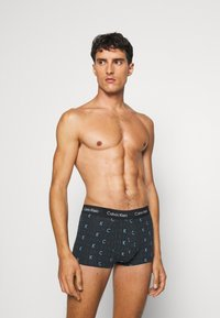 Calvin Klein Underwear - STRETCH LOW RISE TRUNK 3 PACK - Pants - dark green/light blue - 0