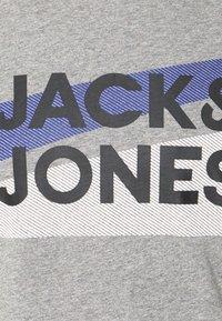 Jack & Jones - JACTROY  - Pyjama top - grey melange - 6